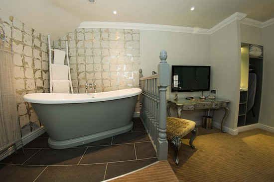 Ringwood Hall Hotel & Spa : The Derbyshire Superior Feature Room
