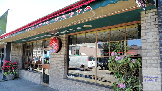 Anton's Pasta Bar: Exterior