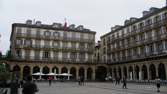 Parte Vieja: La plaza de la Constitución...