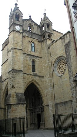 Parte Vieja: Iglesia de San Vicente...