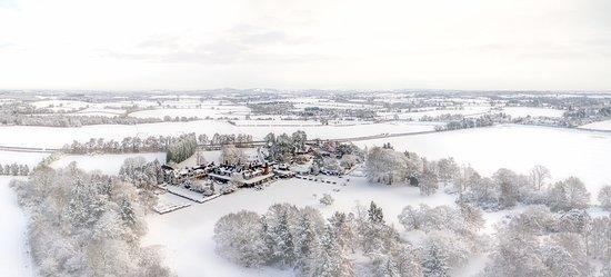 Hogarths Stone Manor: Snow