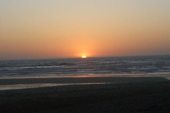 Backyard Tours : Sunset on the beach