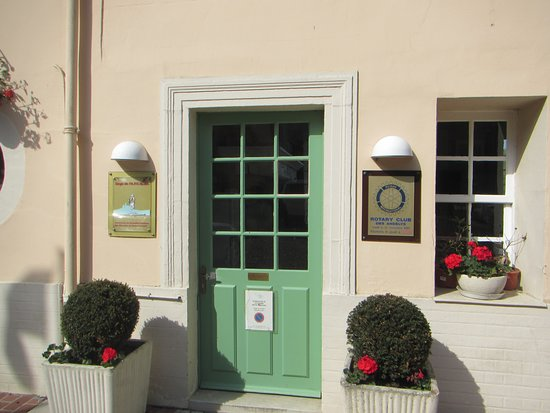 Hotel-Restaurant La Chaine d'Or: Rotary Club entrance (private) from courtyard
