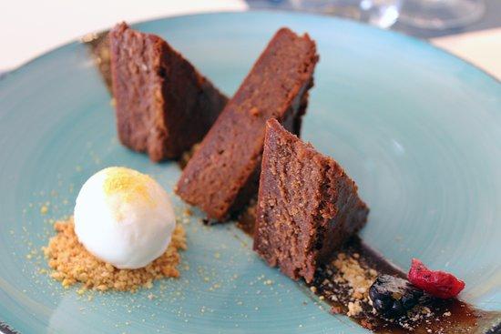 La Eliana, Spain: Brownie de chocolato con helado de vainilla y su crumble