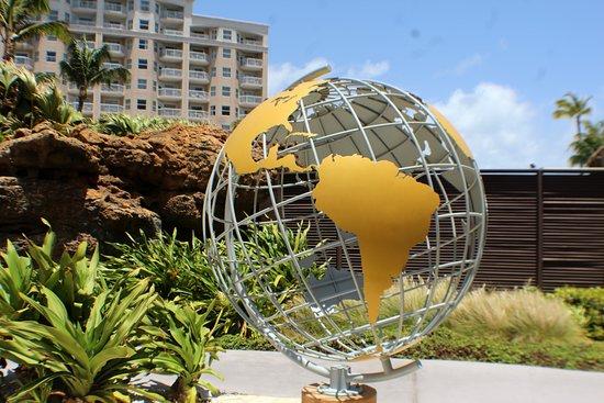 Marriott's Aruba Surf Club: World globe