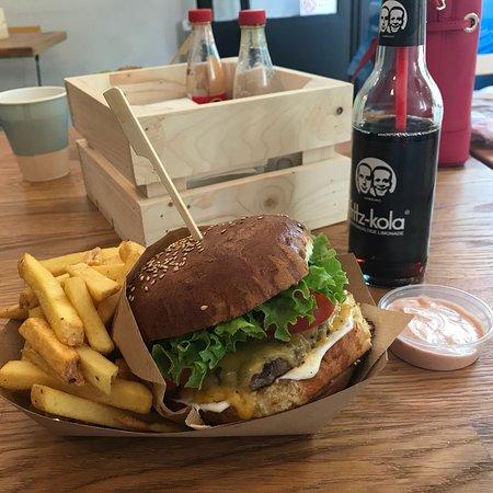 Regal Burger: tasty!