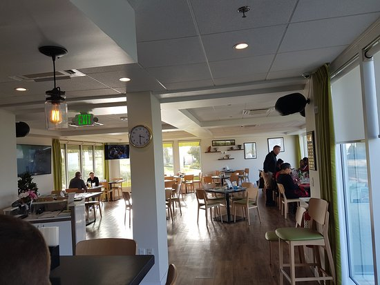 Divots Bar, Grill & Terrace: main dining room