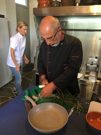 Narlis Farm: Giorgos and Dina getting veggies ready for the next dish