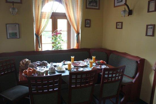 Bozi Dar, Tschechien: Unser Frühstückstisch, tolle Auswahl