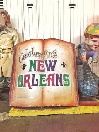 Blaine Kern's Mardi Gras World: Outside of the gift shop at Mardi Gras World