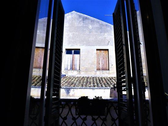 la Casa delle Fate: Duomo apartm ( detached building a few steps from Duomo sq.)