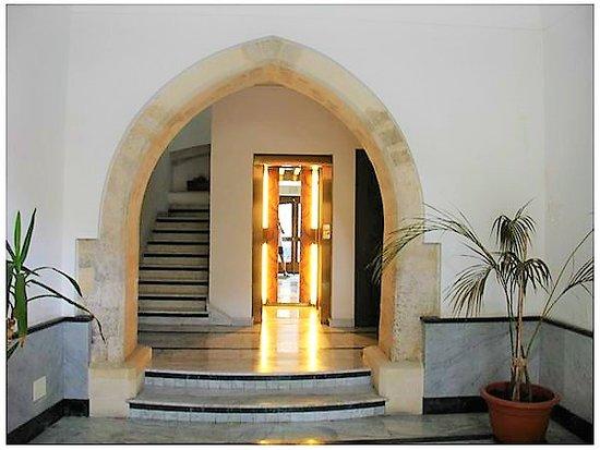 la Casa delle Fate: Duomo apartment Entrance with modern lift