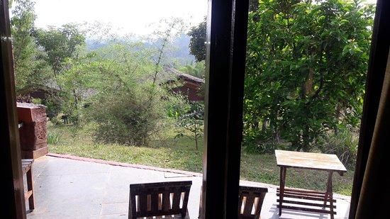 Heritage Resort Coorg: Adjacent Veranda of Cottage  Room