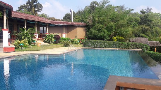 Heritage Resort Coorg: Dinning Hall By the side of Pool