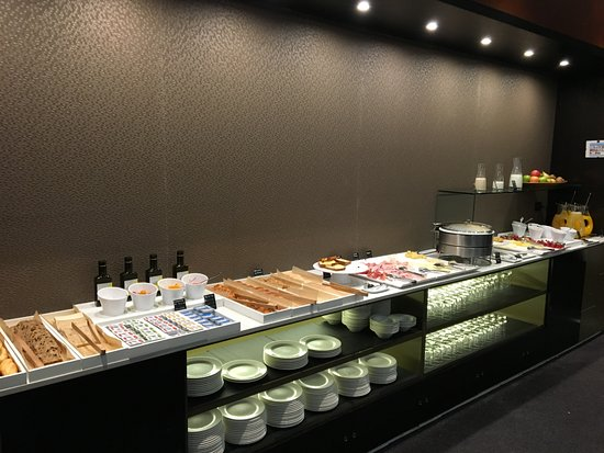 AC Hotel Leon San Antonio : Breakfast Offerings