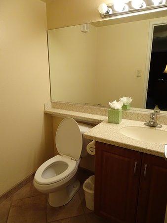 Jockey Club: Second hall bathroom