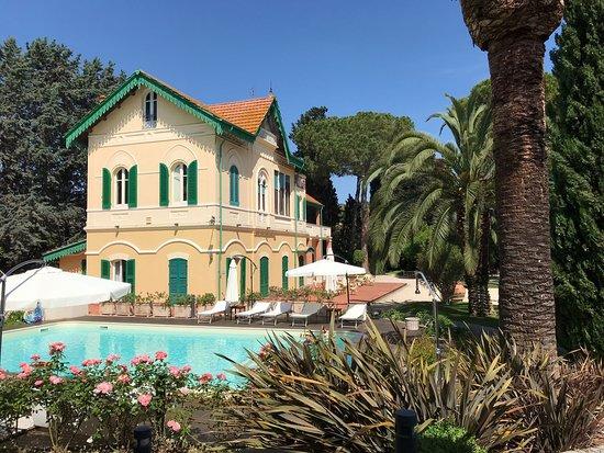 Villa Rosella Resort : Vista parco/piscina