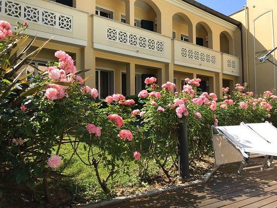 Villa Rosella Resort Photo