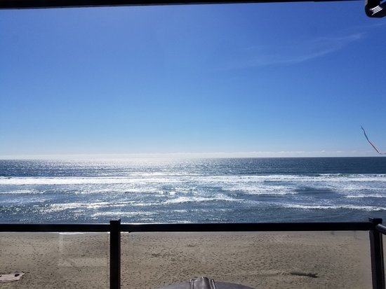 Starfish Manor Oceanfront Hotel: The view from our hot tub