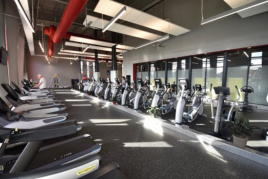 Lewisburg, Pensilvania: Precor cardio machines with Netflix & Hulu on every machine.