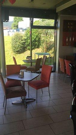 Café Sofa Rosso: Lokalbereich mit gemütlichen Ambiente