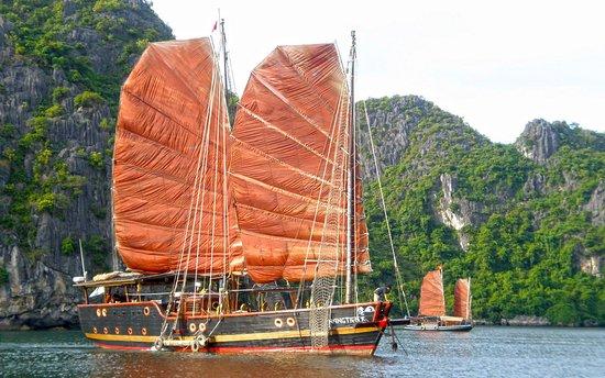 Sails of Indochina : Classic Sails Charter