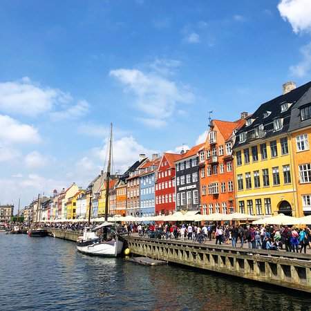 Nyhavn: Colourful