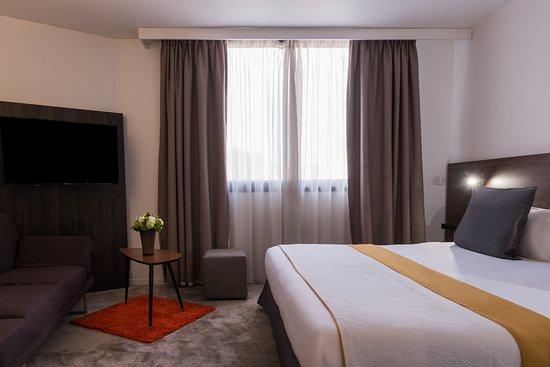 Best Western Le Galice Centre-Ville: Chambre triple / chambre avec coin salon