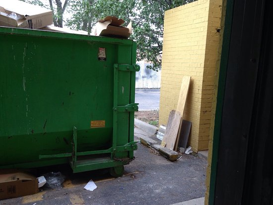 Quality Inn East: dumpster right outside the door to our room