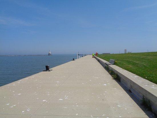 Coal Dock Park: Part of the walk no railing