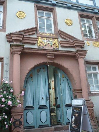 Garten des Gedenkens: Haus der Romantik. Eingangs-Portal.