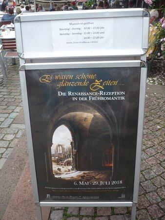 Garten des Gedenkens: Info vor dem Museum.