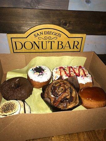 Donut Bar : Big Poppa, Creme Brulee, Cinnamon Roll, Smore