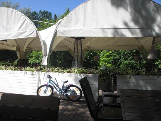 """Lebyazhye: Кафе """"Лебяжье"""". Есть место для велосипедов"""