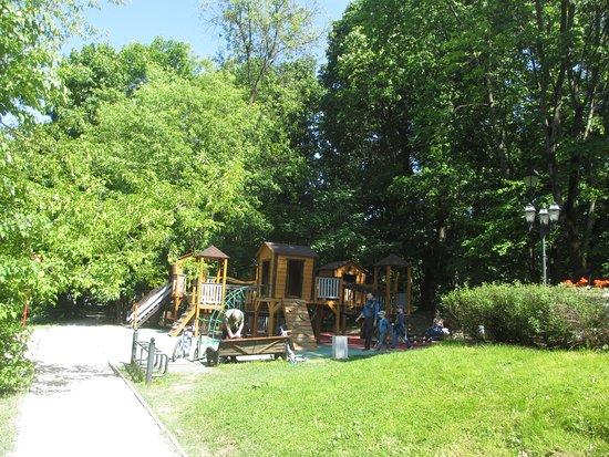 Lebyazhye: Детская площадка у кафе