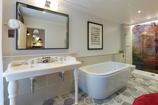 """The Gonville Hotel : Beautiful """"Feature room"""" bathroom"""