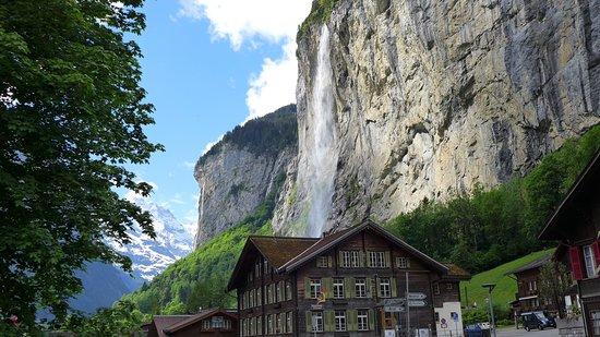 Lauterbrunnen Valley Waterfalls: Lauterbrunnen
