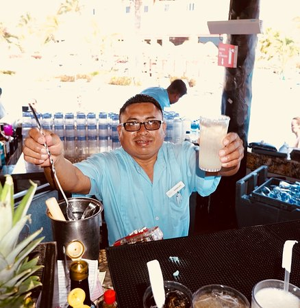 Moon Palace Cancun: Bartender Jose Guadeloupe - he is the best