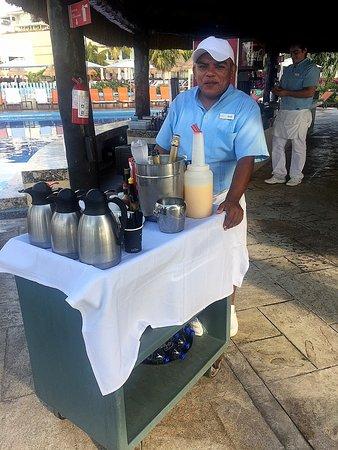 Moon Palace Cancun: Portable breakfast drink bar Nizuc