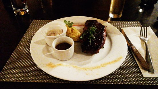 Colibri Restaurant: Imported New York Angus with an herb butter medallion and truffled mashed potatoes