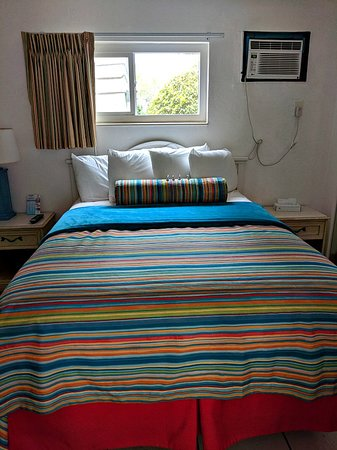 Beach House Hotel: Bedroom with Queen bed
