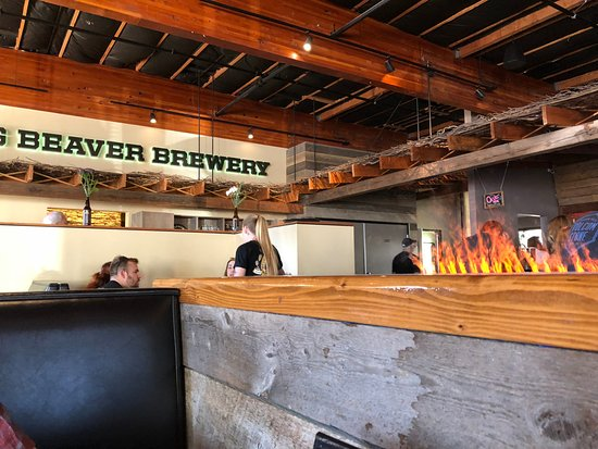 The Belching Beaver Brewery Tavern and Grill : Cool 'fire' effect.