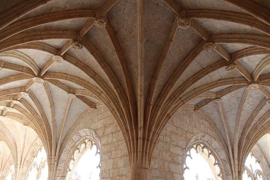 อารามเจโรนิโมส์: A beautiful monastery