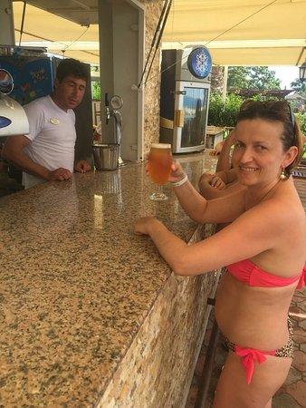 White Lilyum Hotel: бар на пляже . май 2018