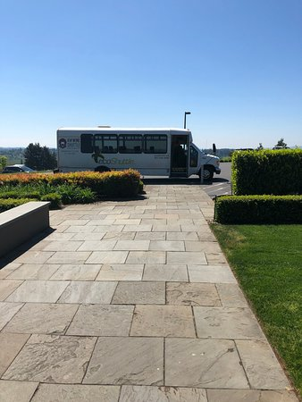 NW Wine Shuttle: Walkway to Stoller Tasting Room