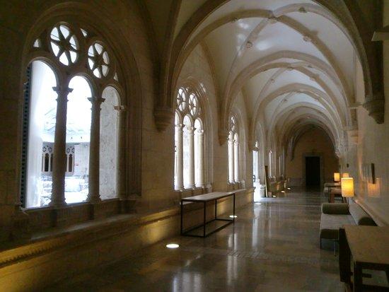 NH Collection Palacio de Burgos: Paso a salón de celebraciones