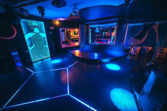 Lolita Lounge & Bar: Contamos con pista de baile, escenario para shows, presentaciones y conciertos.