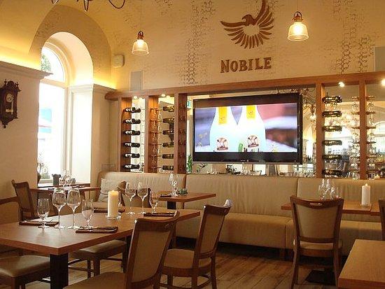 Nobile Restaurant: Partie gauche de la salle