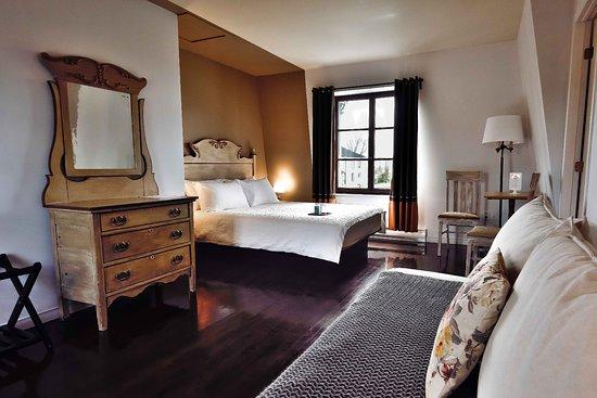 Auberge le 112: pavillon, chambre, deux lits queen, salle de bain douche