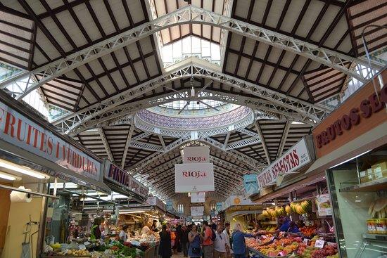 Central Market of Valencia: Vista de una de las calles del Mercado Central de Valencia